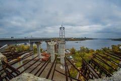 新的曲拱桥梁的建筑 库存照片