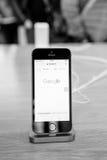 新的最新的苹果计算机iPhone SE智能手机从苹果电脑 免版税库存照片