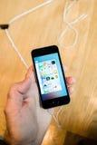 新的最新的苹果计算机iPhone SE智能手机从苹果电脑 免版税库存图片