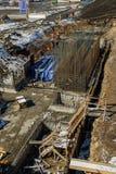 新的桥梁的工作者建筑在秋明州 免版税图库摄影