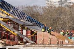 新的桥梁建筑 免版税库存照片