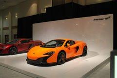 新的橙色英国超级汽车 免版税库存照片