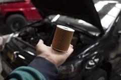 新的汽车油滤清器 库存图片