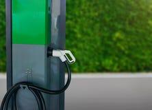 新的汽车的发电的电车充电站 库存图片
