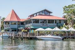新的河的餐馆 免版税库存照片