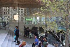 新的河边区苹果计算机商店密执安Ave芝加哥 免版税库存照片