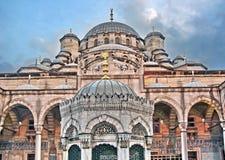 新的清真寺的内在庭院,伊斯坦布尔 免版税库存照片