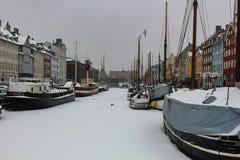 新的港口的冬天视图在哥本哈根,丹麦 免版税库存图片