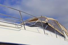 新的游艇 免版税库存照片