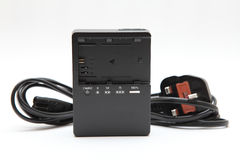 新的照相机蓄电池充电器 免版税库存图片