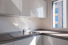 新的现代厨房角落细节  图库摄影