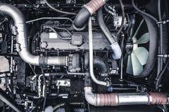 新的现代柴油农业拖拉机或组合或者汽车马达或者收割机顶视图引擎 库存照片