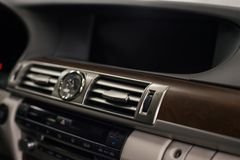 新的现代汽车仪表板 免版税库存照片