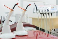 新的现代牙齿诊所办公室室内部  库存图片