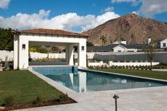 新的现代经典豪华水池 免版税库存图片