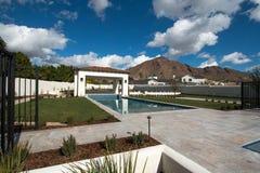 新的现代经典豪华水池 免版税库存照片