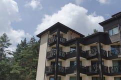 新的现代大厦的片段在Rila的 免版税库存照片