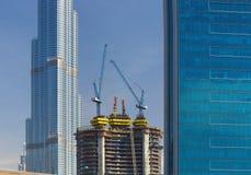 新的现代摩天大楼的建筑在豪华迪拜市,阿联酋 免版税库存照片