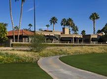新的现代豪宅高尔夫球场家庄园 库存照片