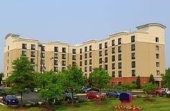新的现代郊区旅馆 免版税库存图片