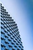 新的现代高层钢和玻璃办公楼 库存图片