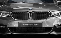 新的现代BMW轿车5系列典雅的汽车正面图 免版税库存图片