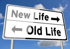 新的生活对老生活路标路标天空 免版税库存照片