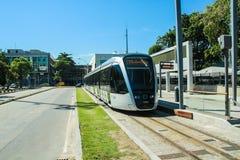 新的电车叫在圣杜蒙特机场,里约热内卢前面的` VLT ` 库存图片