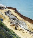 新的码头建筑工作在波罗的海的靠岸 免版税库存图片