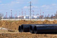 新的管道丙烯在油ref的背景的DN 350 免版税库存图片