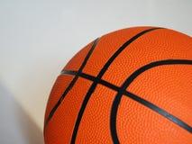新的篮球 免版税库存照片