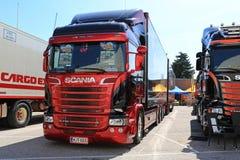 新的红色和蓝色斯科讷R730组合车 库存照片