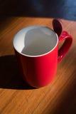 新的红色空的杯子 免版税图库摄影