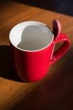 新的红色空的杯子 库存图片