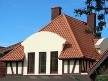 新的美丽的家庭墙壁、屋顶和窗口,立陶宛 库存照片