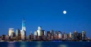 新的自由塔和更低的曼哈顿地平线 免版税图库摄影