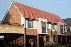 新的英国大阳台房子行  免版税图库摄影