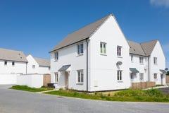 新的英国白色房子 免版税库存照片