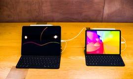 新的苹果电脑iPad赞成片剂比较大小 免版税库存图片