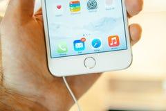新的苹果计算机正iPhone 6和iPhone 6 图库摄影