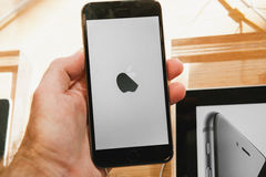 新的苹果计算机正iPhone 6和iPhone 6 库存图片