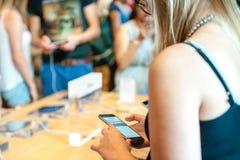新的苹果计算机正iPhone 6和iPhone 6 免版税库存图片
