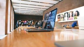 新的苹果计算机赞成MacBook一体化个人便携式计算机 免版税库存图片
