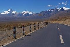 新的路在西藏 库存图片