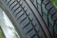 新的轮胎踩 免版税图库摄影