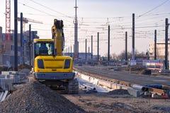 新的铁路电车线或电车轨道的路轨的建造场所和设施在住宅区Bahnstadt 免版税库存照片