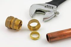 新的铜压缩管道工程管组 库存照片