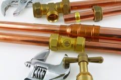 新的铜管道工程管组准备好建筑 免版税库存图片