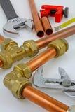 新的铜管道工程管组准备好建筑 库存图片