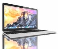 新的银色MacBook空气 免版税图库摄影